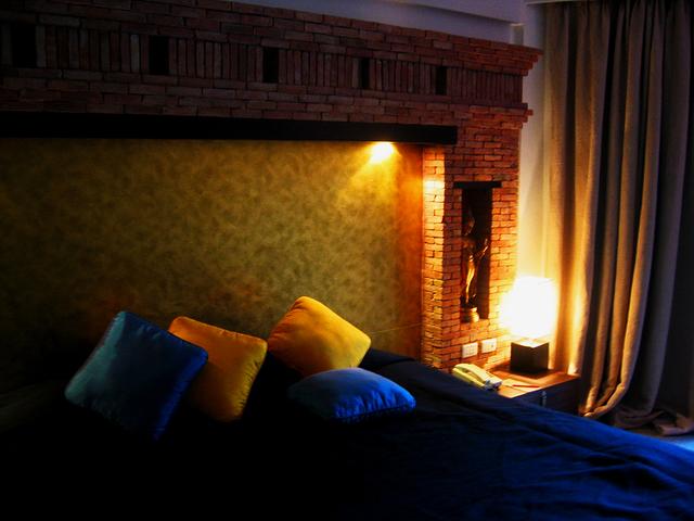 bedroom-1494960-640x480