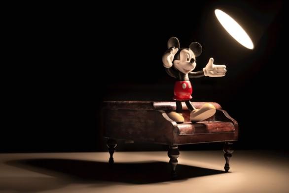 spotlight+animation-cartoon-character-dark-42415 (Medium)